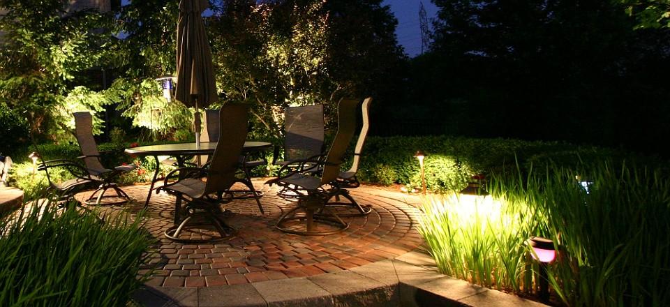 Outdoor lighting jc landscaping llc for Best landscape spotlights